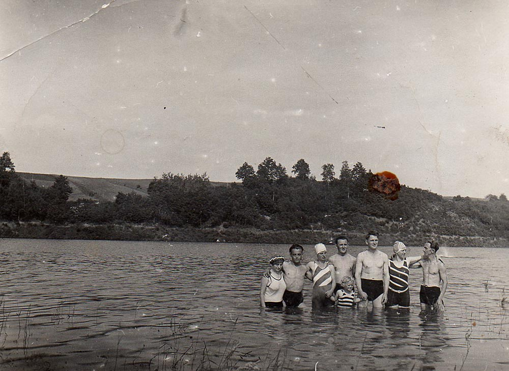 Badegäste An der Koberbachtalsperre 1928
